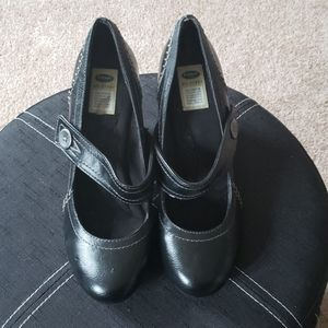 Dr. Scholl's maryjane heeled shoes